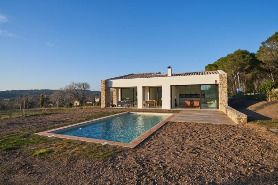 Terreno-piscina2-casa-saus-emporda