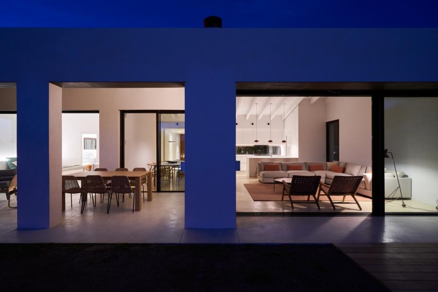 fachada noche2-casa-saus-emporda